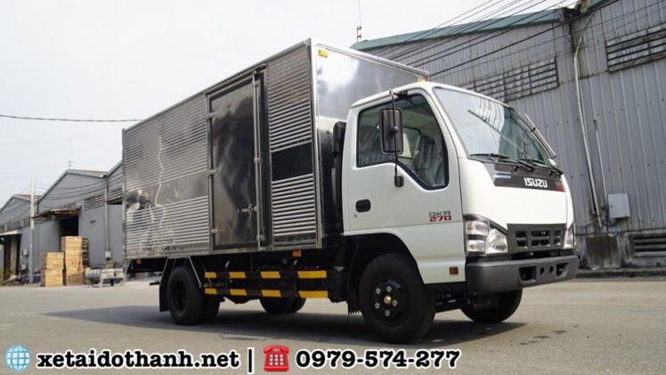 Isuzu QKR270 thùng kín